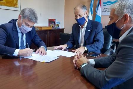 Iapser firmó convenios con la UNER