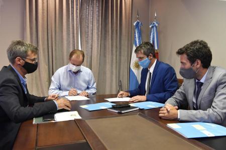 Bordet firmó convenios para obras de agua potable y cloacas en la provincia