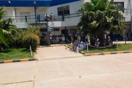 Trabajadores del frigorífico ServiAves realizaron un paro ante la falta de pagos. No les depositaron sus salarios y todavía les adeudan la quincena y parte del aguinaldo.