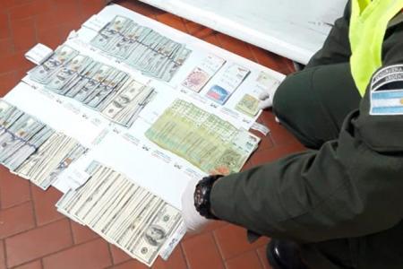 Gendarmería dinero incautado