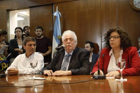 Ginés González García adelantó que comenzarán a repartir respiradores.