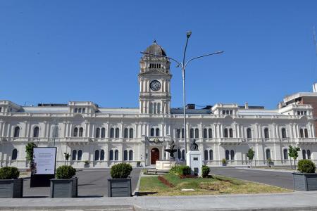 La mayoría de los organismos provinciales adhirieron al ejemplo del gobernador y recortaron salarios de los funcionarios políticos.