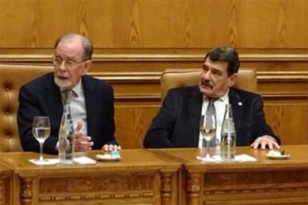González Fraga junto a Alberto Padoán, en la Bolsa de Comercio de Rosario.