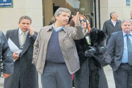 Fabián Gutiérrez, Aníbal Fernández, Cristina Fernández y  Néstor Kirchner al fondo