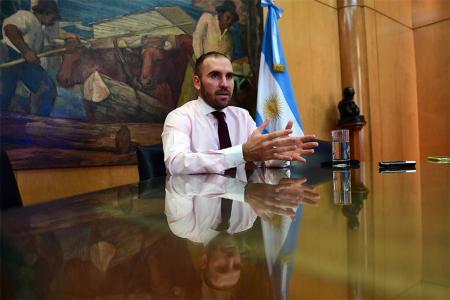 Martín Guzmán en su despacho del Palacio de Hacienda.