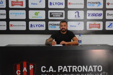 Héctor Canteros firmó su contrato y este martes comenzará a entrenar en Patronato