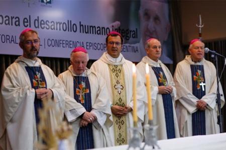 """El documento de la """"Semana Social virtual 2020"""" de la Comisión de Pastoral Social del Episcopado Argentino, sugirió """"poner el centro de la atención en las personas, en la dignidad del trabajo, en el diálogo, para una economía de la producción y el consumo antes que de la especulación""""."""