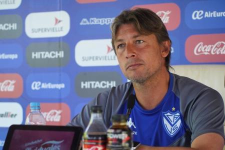 Heinze no confirmó el equipo para visitar el Grella y condicionó su continuidad en Vélez