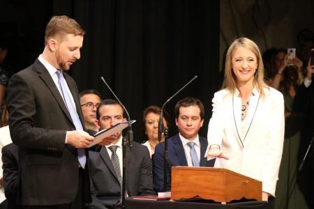 Andrea Zoff juró como viceintendenta de Paraná