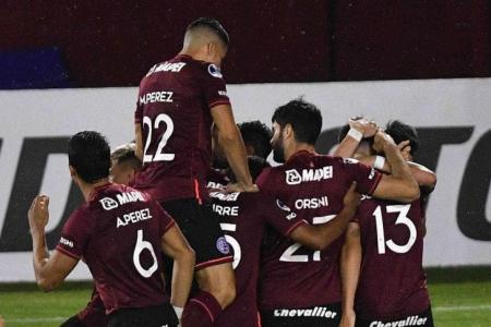 Lanús goleó al Bolívar para avanzar a cuartos de final de la Copa Sudamericana