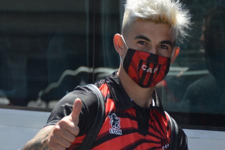 Patronato viajó a La Plata con equipo definido para su debut ante Gimnasia