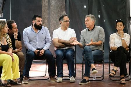 El ex presidente Mauricio Macri hizo su primera aparición pública junto a vecinos y partidarios del PRO en Villa La Angostura.