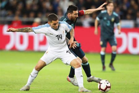Amistoso: Argentina cerró el año con un agónico empate en el clásico ante Uruguay