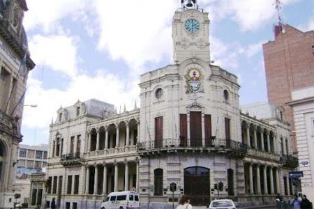 En Paraná se habilitó la reunión familiar con un máximo de diez personas y determinados deportes individuales.