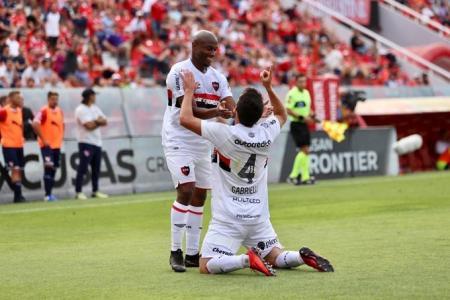 Fútbol: Newell's le ganó sobre el final a Independiente y se distanció más de Patronato