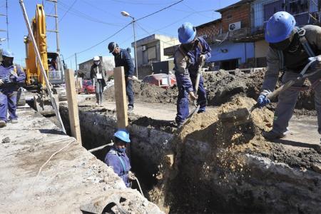 """""""Las inversiones en infraestructura tienen un enorme efecto dinamizador sobre la economía"""", afirma un informe oficial."""