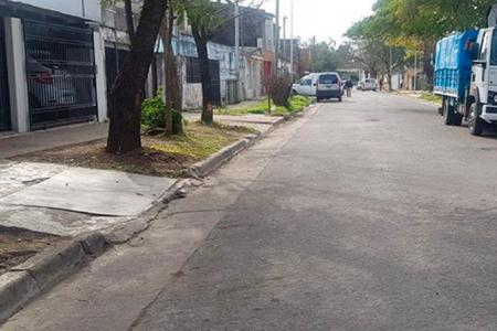 Un motociclista murió tras chocar contra un árbol en barrio San Agustín