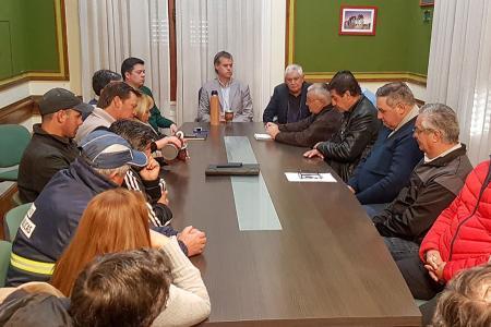 El intendente de Gualeguaychú presidió la primera reunión paritaria con los trabajadores municipales que reclaman un aumento del 25 por ciento.