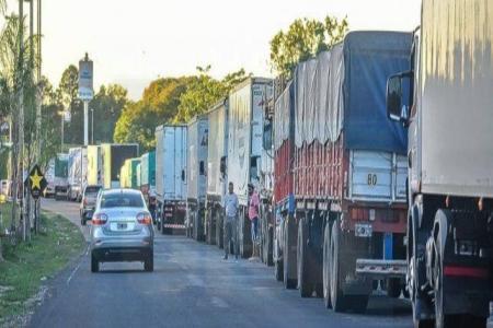 Tras orden de la Justicia, se levantó el corte de transportistas en acceso al Túnel