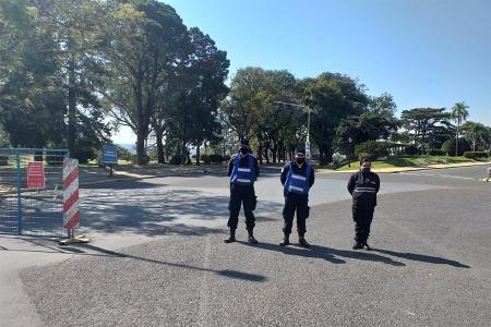 Se restringirá la circulación de vehículos en parques y paseos y se reforzarán los controles nocturnos. Se trabajará en conjunto con la Municipalidad de Paraná.