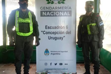 """Efectivos del Escuadrón 6 """"Concepción del Uruguay"""" interceptaron un transporte de encomiendas procedente de Puerto Iguazú (Misiones), con destino final Pablo Nogués (Buenos Aires)."""