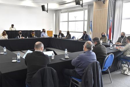 El gobernador Gustavo Bordet mantuvo un encuentro junto al intendente de Paraná, Adán Bahl e integrantes de los Comités de Emergencia Sanitaria provincial y municipal, para analizar las acciones a seguir por la circulación comunitaria del Covid 19 en la capital entrerriana.