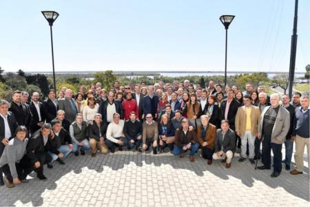 Laurito y Oliva junto a los demás intendentes de la provincia con Bordet
