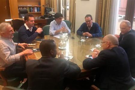 Funcionarios del gobierno nacional con misión del FMI
