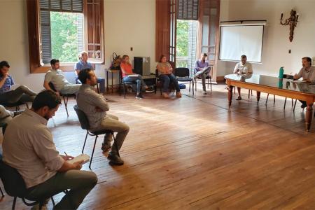 Durante este fin de semana el intendente de Gualeguaychú, Esteban Martín Piaggio encabezó una reunión con secretarios y sub secretarios del gabinete en la que abordaron diferentes aspectos de la emergencia sanitaria.