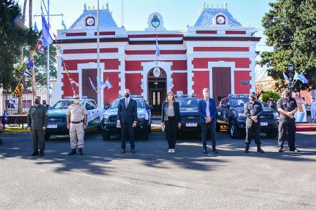 La ministra Rosario Romero encabezó el acto de entrega de los nuevos vehículos destinados a las Fuerzas de Seguridad federales del litoral que se realizó en Paraná.