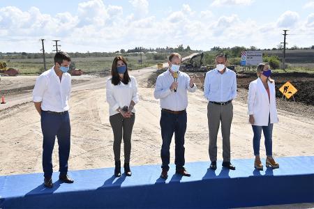 El gobernador Gustavo Bordet presidió ayer el inicio de las obras de pavimentación y ensanche de puentes en la Ruta Provincial N° 20 en Villaguay.