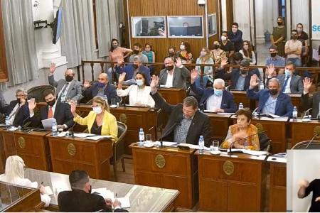 Senadores de JxC aprobaron varios proyectos en la sesión pero plantearon observaciones