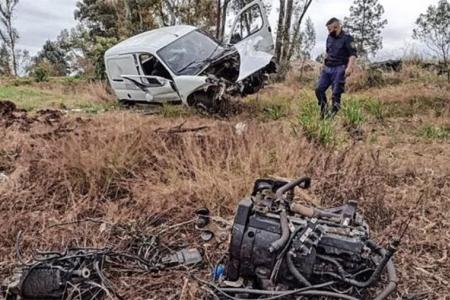 El accidente se produjo en Concordia, donde una utilitaria se despistó y como consecuencia se desprendió el motor. El conductor resultó ileso.