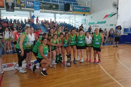 Más de mil personas participaron del Torneo Internacional de Maxibásquet en Paraná