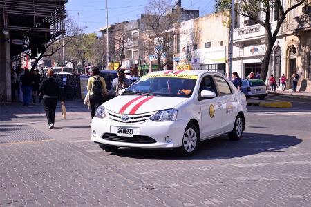 La Municipalidad de Paraná acordó un nuevo método para los aumentos de taxis a través de una fórmula polinómica para ese cálculo.