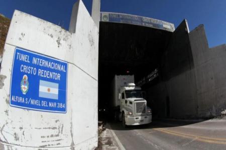 Está en proceso de licitación el Túnel Caracoles, una segunda vía del cruce Cristo Redentor. La obra tiene un costo estimado de USD 750 millones