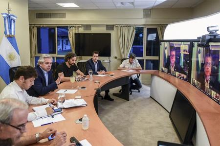 El Presidente dialogó con los gobernadores de manera personal y con otros por videoconferencia para analizar si se extenderá o no la cuarentena por el coronavirus.