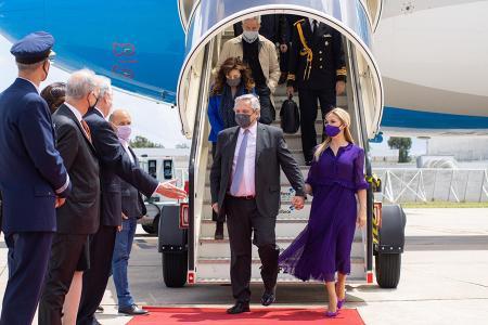 El vuelo llegó a Portugal, primera parada de la gira.