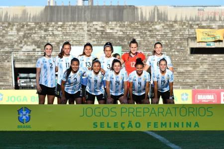 Fútbol: con la entrerriana Yael Oviedo, Argentina sufrió una goleada ante Brasil