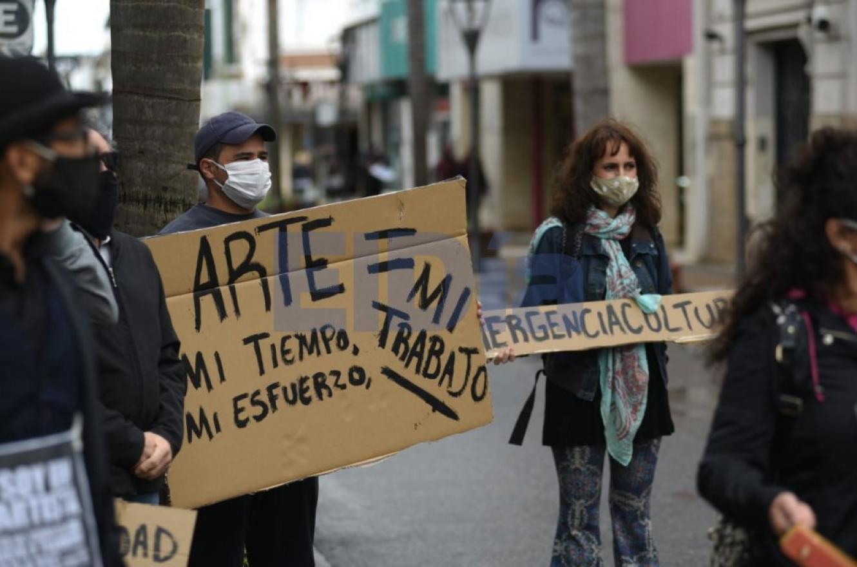 artistas presentaron un documento al municipio con los reclamos del sector