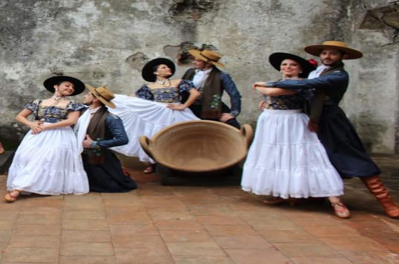 Compañía Folclórica