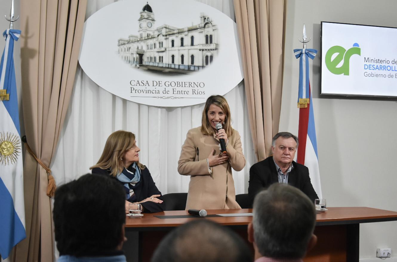 Entregaron más de tres millones de pesos a federaciones y asociaciones deportivas