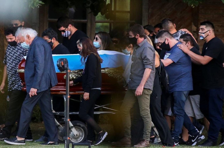 Familiares y amigos despidieron a Diego Maradona en una ceremonia íntima