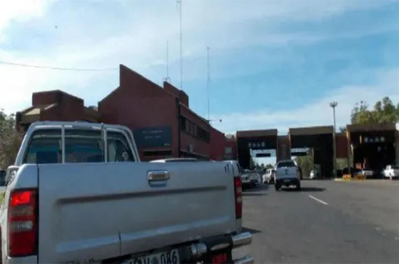 Vecinos de Concordia y Salto conformaron un grupo de 70 personas y están tramitando por Cancillería para poder cruzar la frontera. Ahora deben ir por Gualeguaychú, lo que aumenta sus costos.