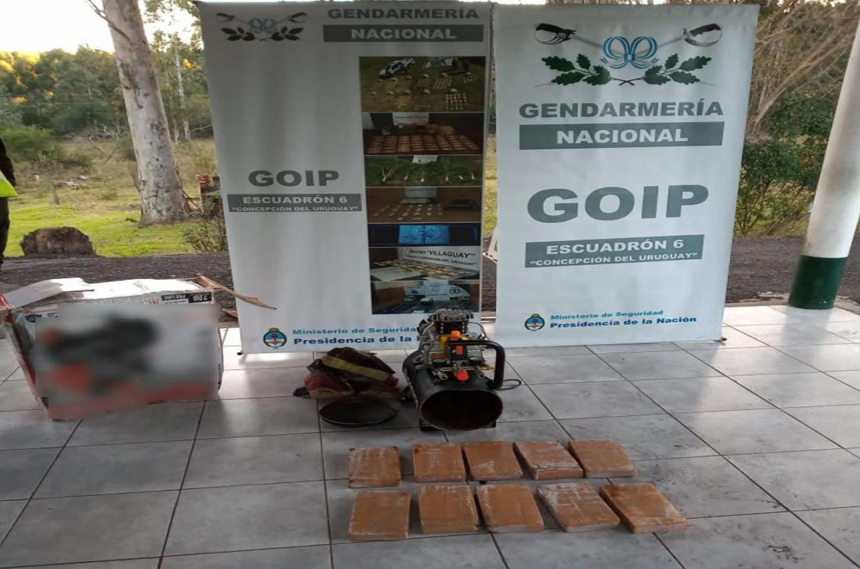 Tres personas fueron detenidas durante los procedimientos realizados por Gendarmería Nacional.