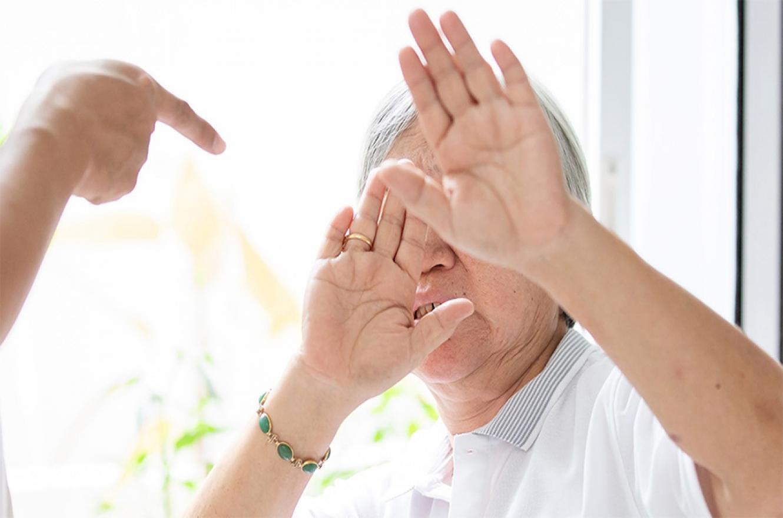 Violencia doméstica a personas mayores: 5 de cada 10 agresores son los hijos. La mayoría de las víctimas son mujeres.