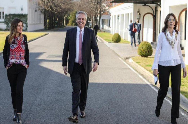 El Presidente junto a la titular de ANSES y la ministra de Hábitat