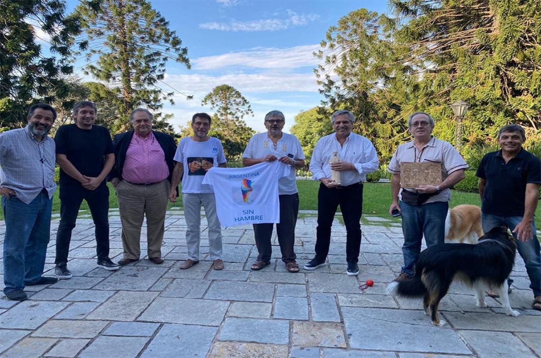 Alberto Fernández se reunió esta mañana en Olivos con curas villeros, Máximo Kirchner y Eduardo Valdés.