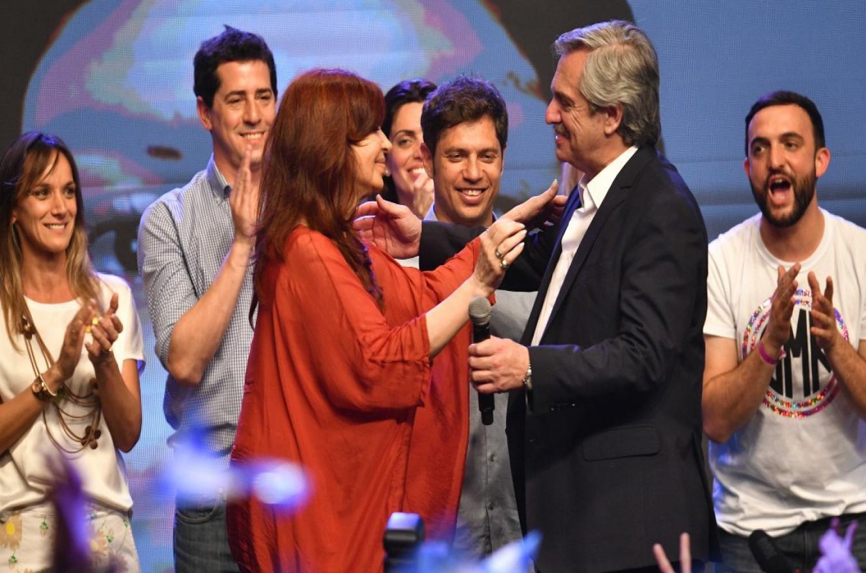 Alberto Fernández abrazo con Cristina Fernández