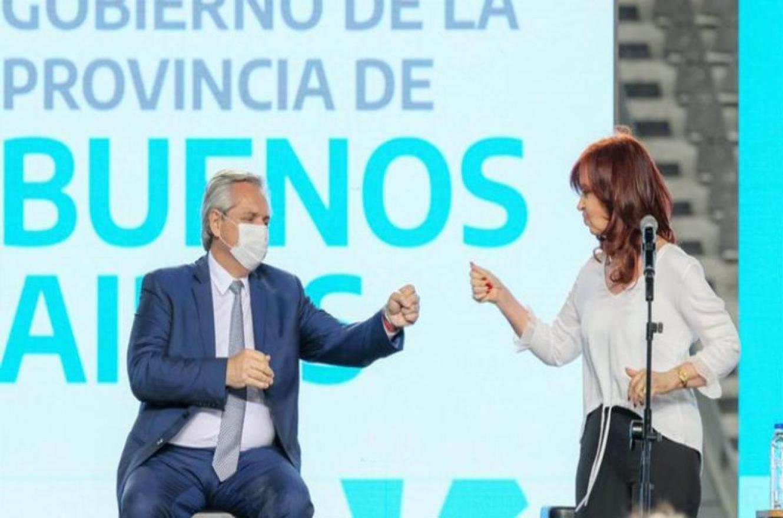 Alberto y Cristina saludo con el puño